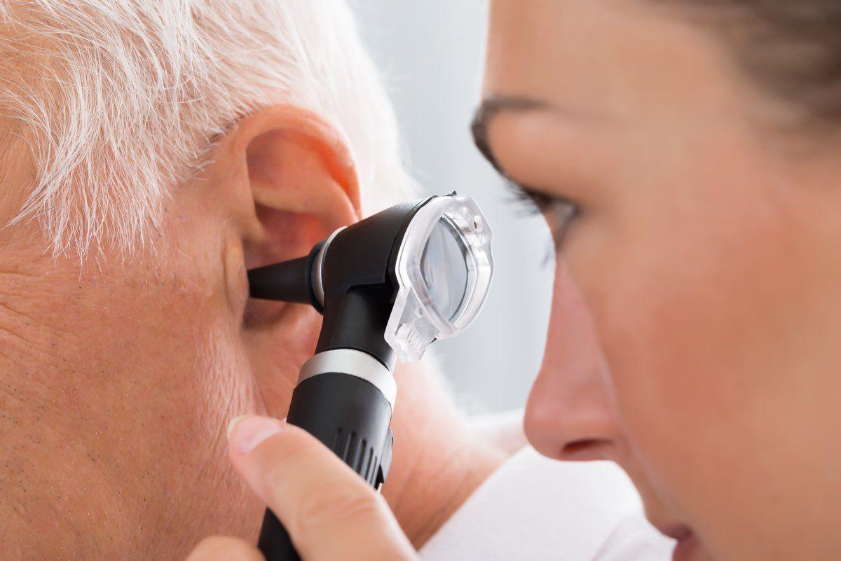 i sintomi delle orecchie tappate