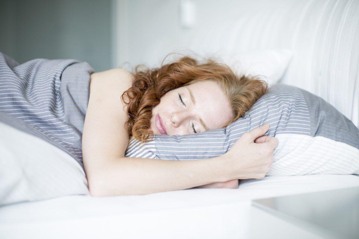 Come dormire bene: la posizione supina