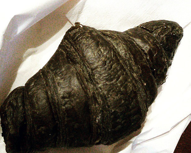 mozzarella-al-carbone-vegetale-croissant-nero