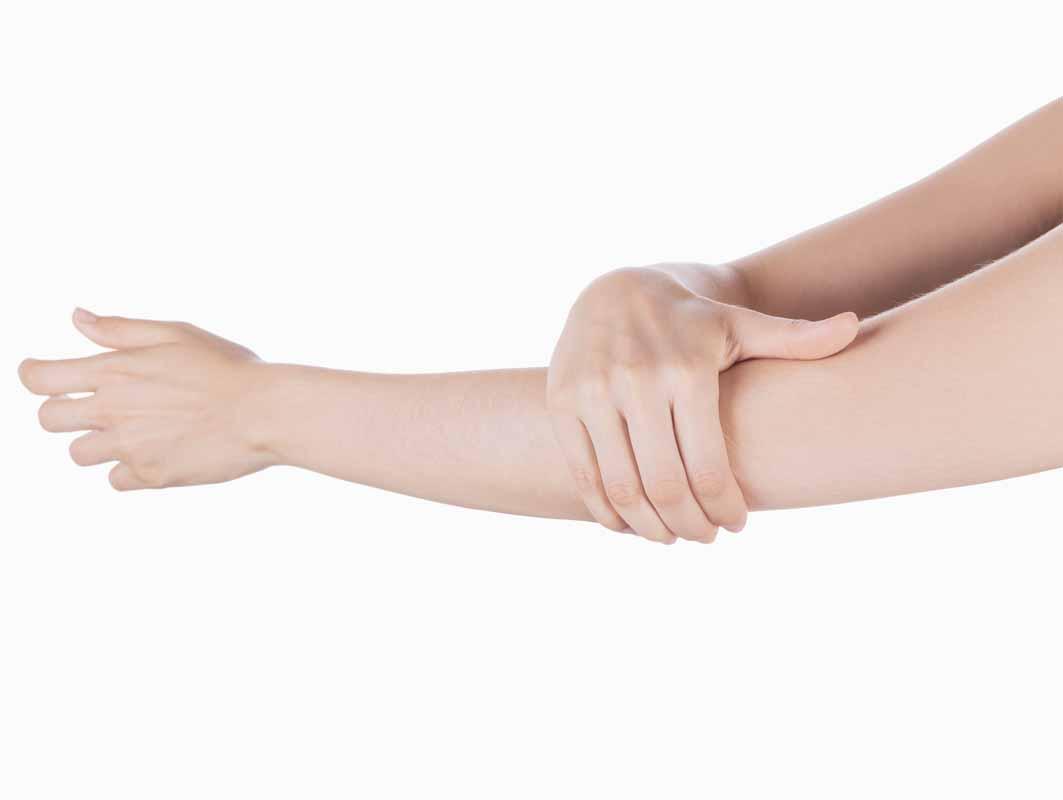 Formicolio al braccio sinistro? Dolore inatteso e pesantezza allo stesso braccio? Vediamo cosa può causarlo
