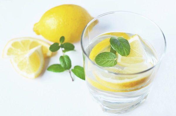 disintossicare il fegato con acqua e limone
