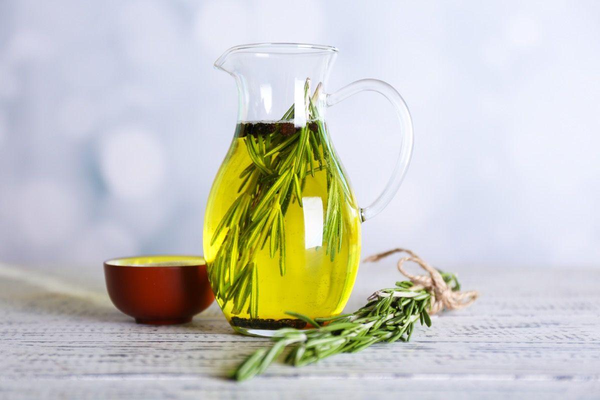 Benefici dell'olio essenziale di rosmarino