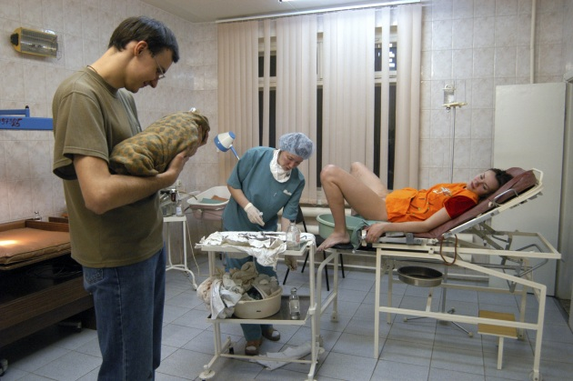 m8100379-childbirth_at_a_maternity_hospital-spl.630x420