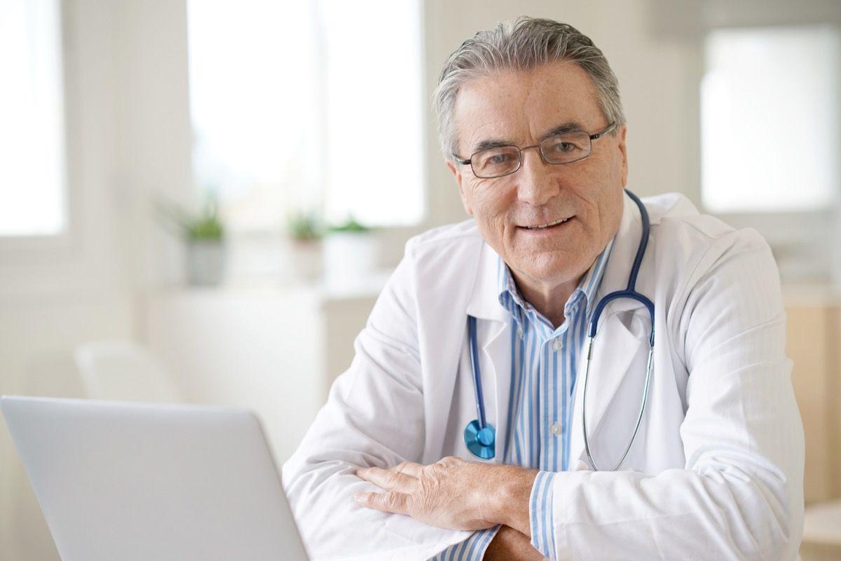 Cos'è la gammopatia monoclonale, quali sono i sintomi più diffusi, da cosa è provocata e quali sono le terapie.