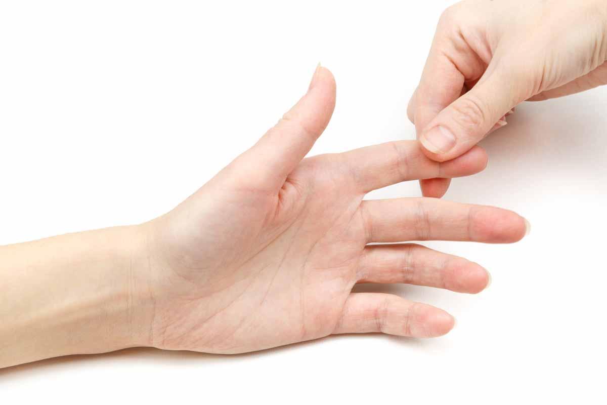 Dito insaccato: rimedi naturali e farmaci