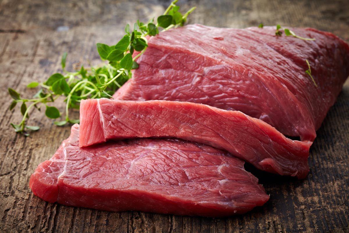 La carne rossa cancerogena e il clamore mediatico