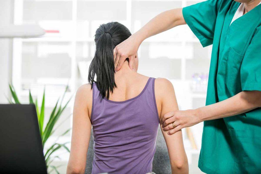 Esercizi per le spalle e fisioterapia