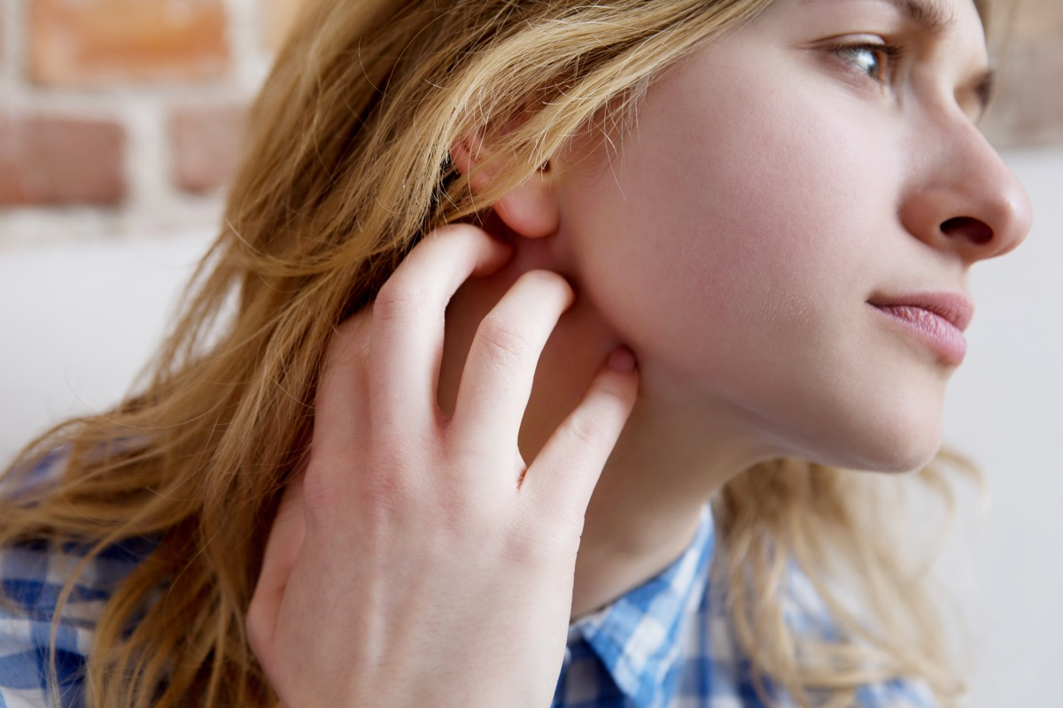 Cause della dermatite al viso