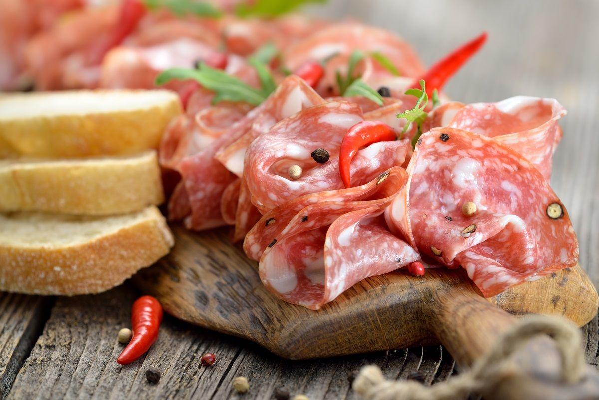 Salame piccante richiamato: sconsigliati gli antibiotici contro la salmonella