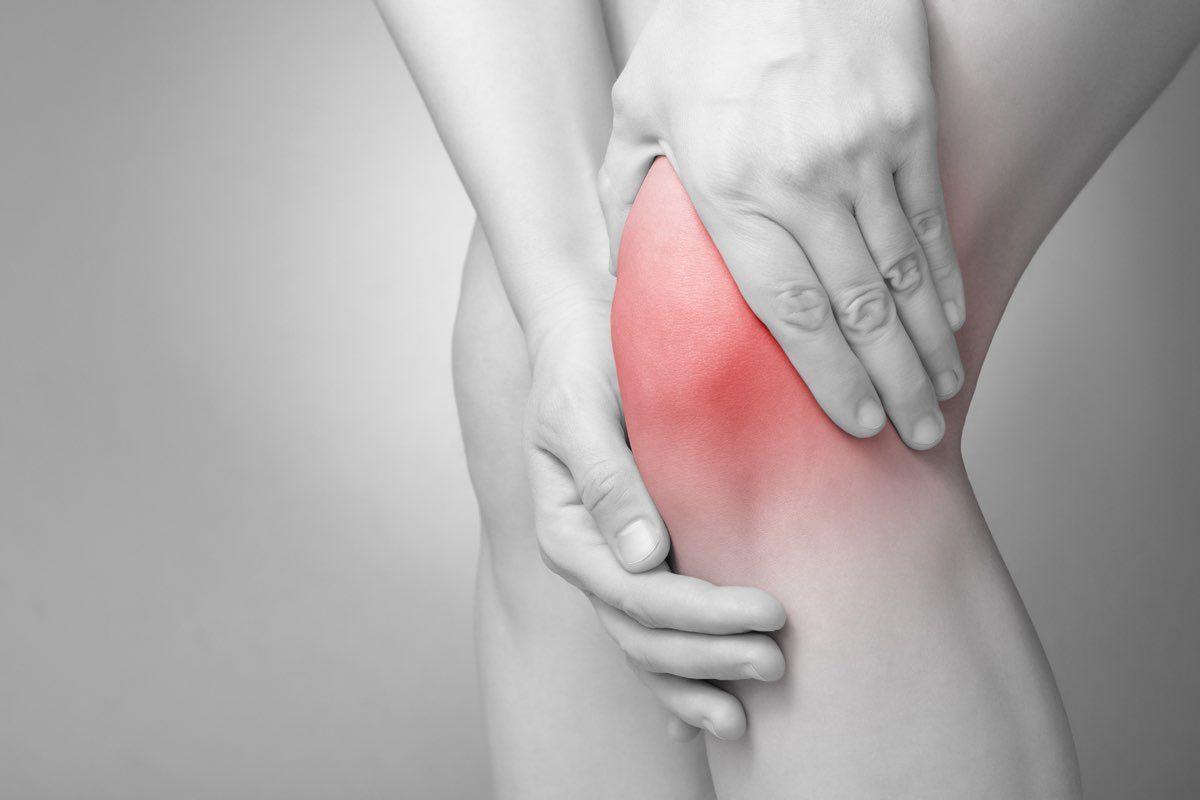 dolori e ginocchio gonfio