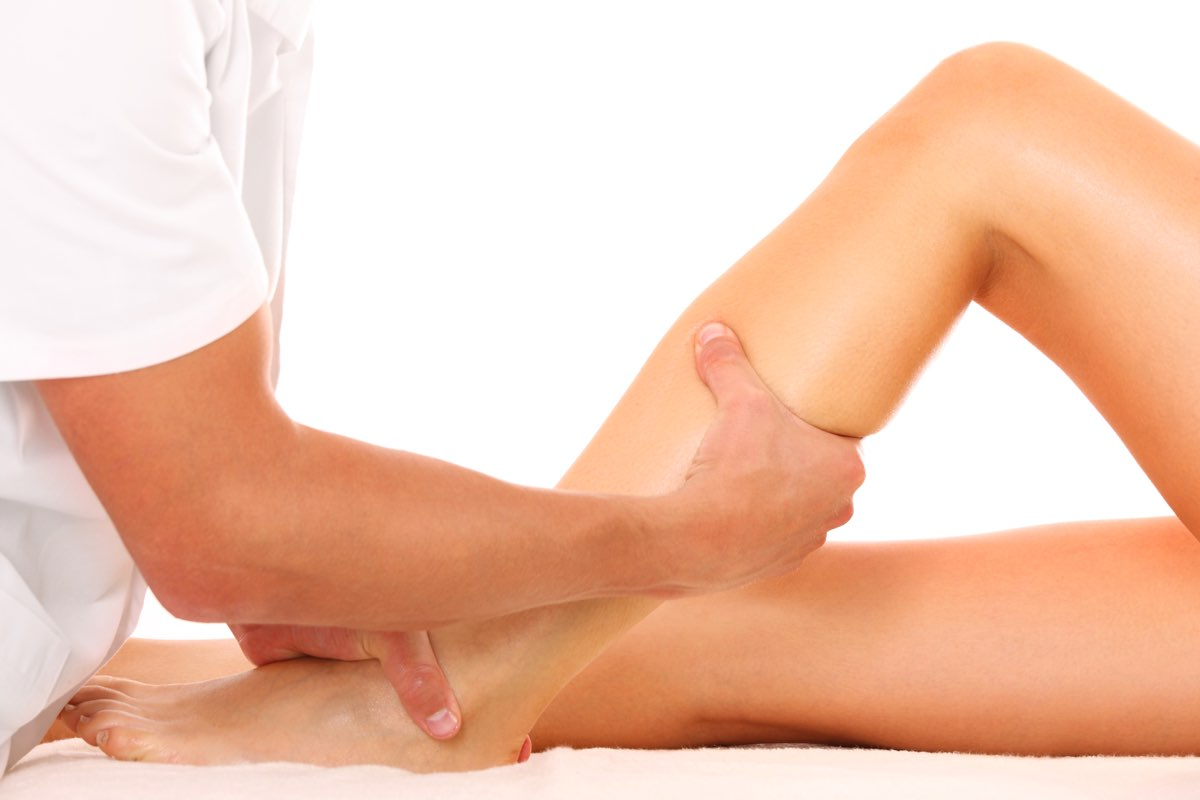 terapia da seguire per il ginocchio gonfio