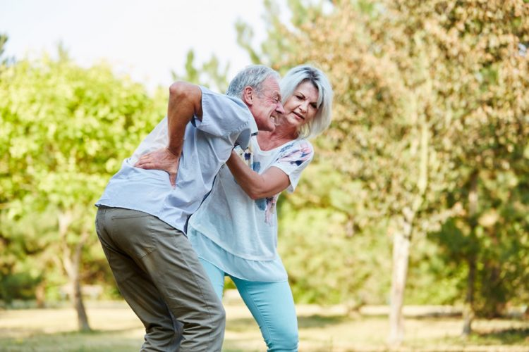 Mal di schiena: quali sono i rimedi più efficaci per curarlo.