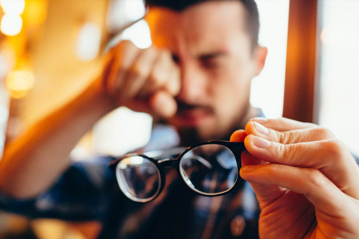 Che cosa causa l'astigmatismo