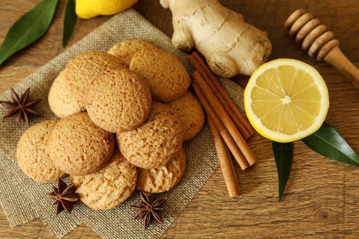 Preparare dei biscotti allo zenzero