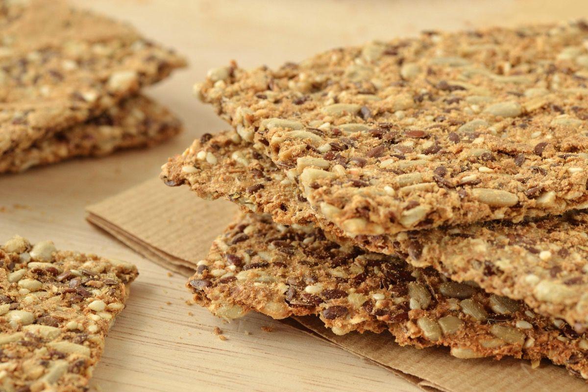 dieta ricca di fibre ricca di alimenti come i semi di girasole