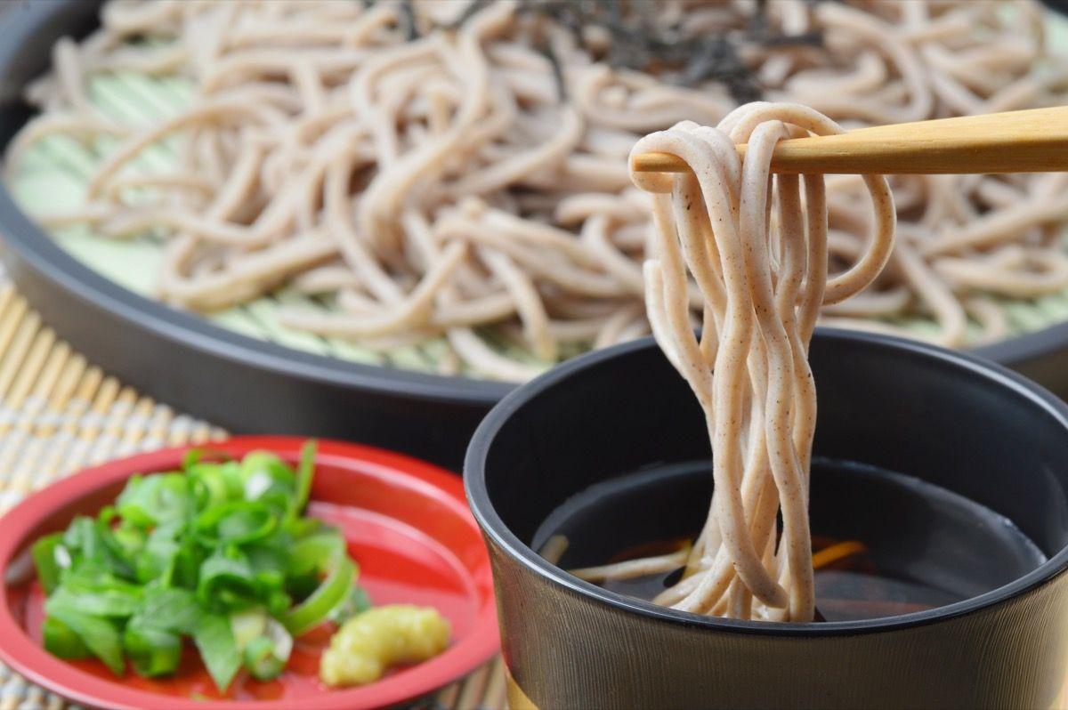 grano saraceno fornisce circa sei grammi di fibra alimentare in ogni tazza