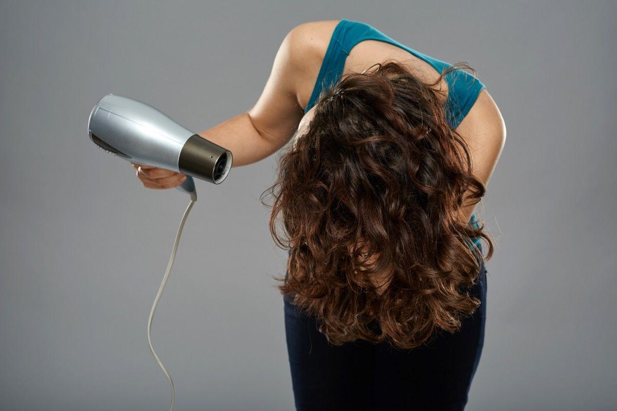 asciugatura dei capelli ricci