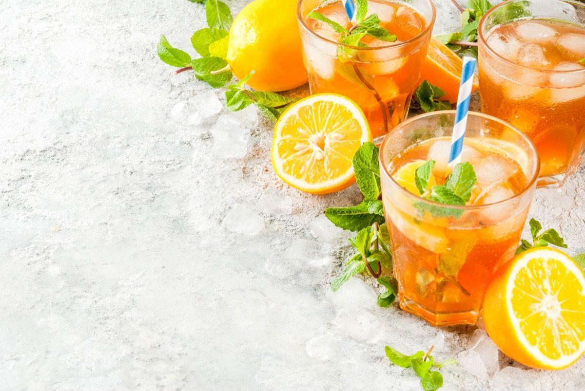 Evitare le bevande zuccherate e succhi di frutta