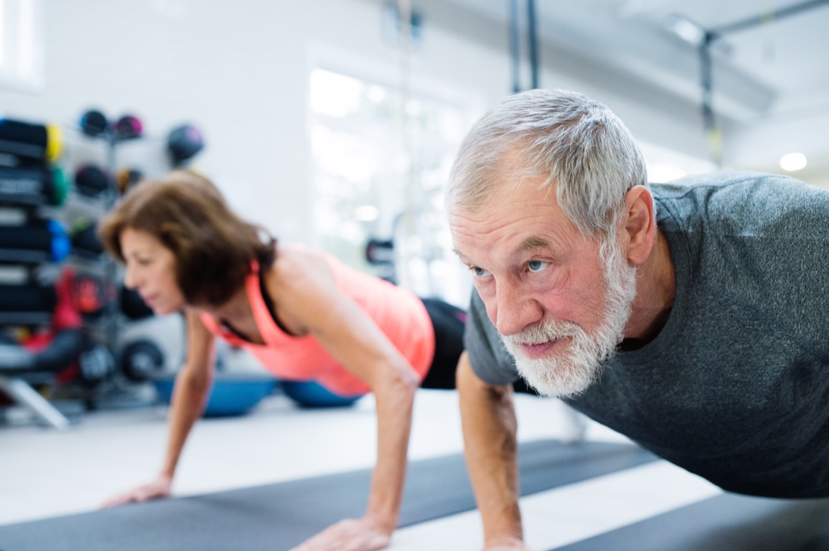 Esercizio fisco uomini anziani