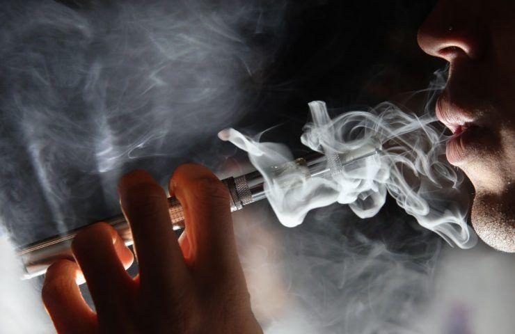 Sigaretta elettronica 18 anni polmoni 70enne
