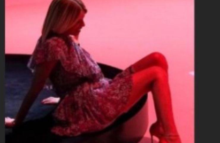 Alessia Marcuzzi luci rosse foto impazzire
