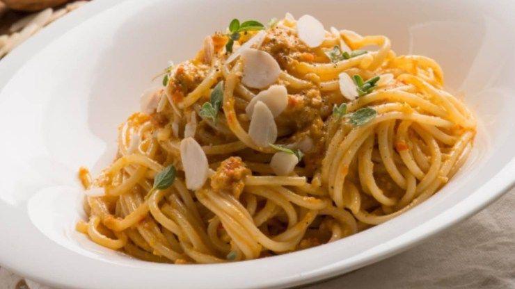 Spaghetti integrali pesto carote ricetta vegana