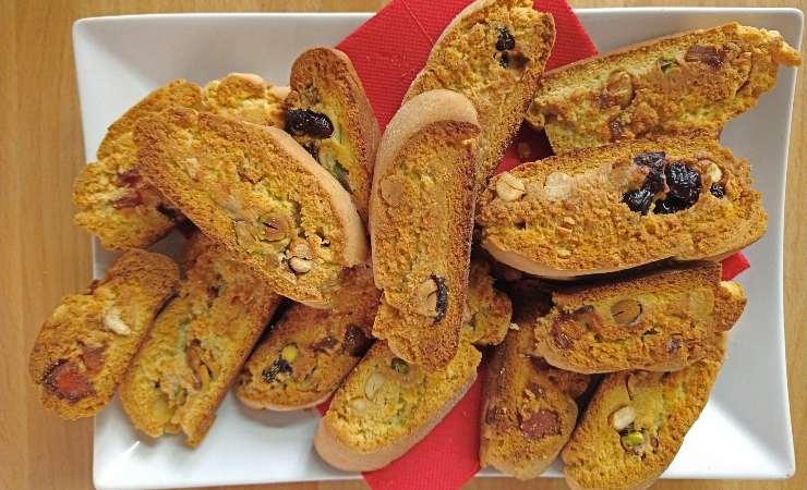 fette biscottate con mix di frutta