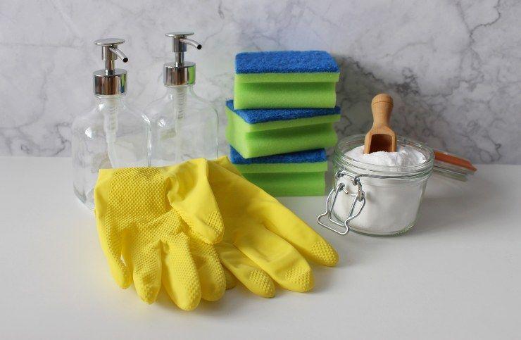 strumenti per pulire casa