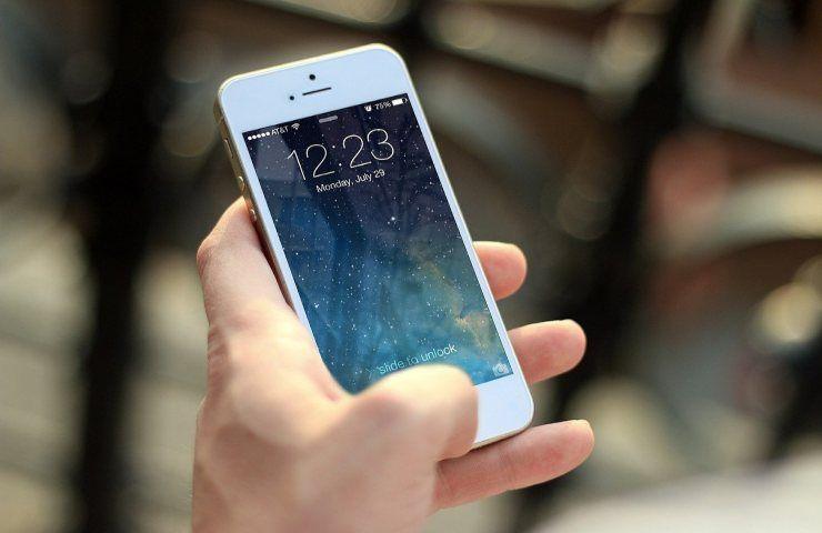 Usare lo smartphone fa ingrassare