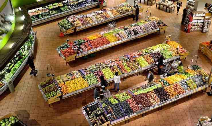 frutta e verdura al supermercato
