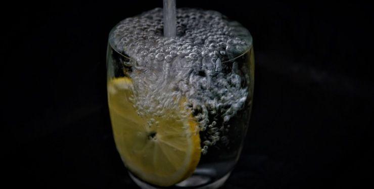 limone con acqua frizzante
