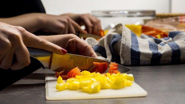 cucina cuoco trucchi cucinare piatti tagliare peperone