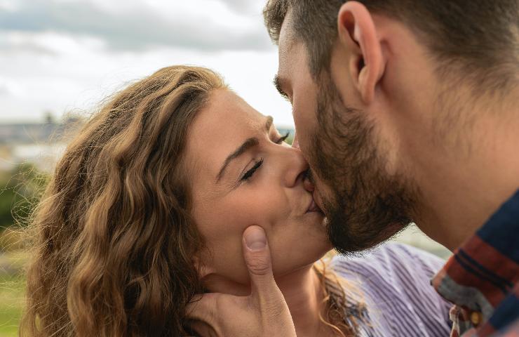 Sognare di baciare qualcuno