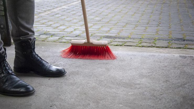 pulire pavimento