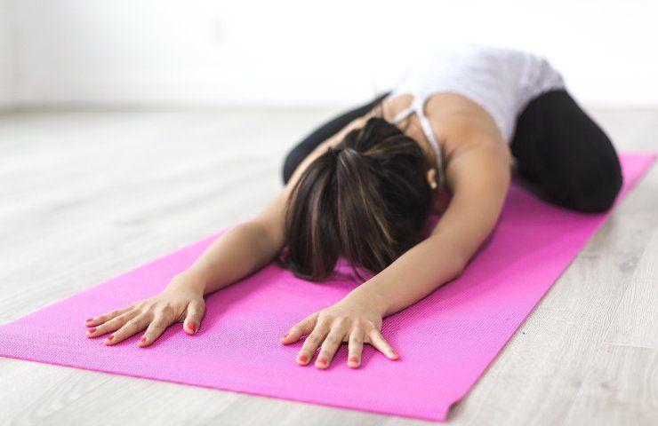 Stretching prima di dormire esercizi