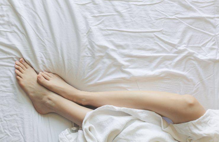 Massaggio ai piedi prima di dormire