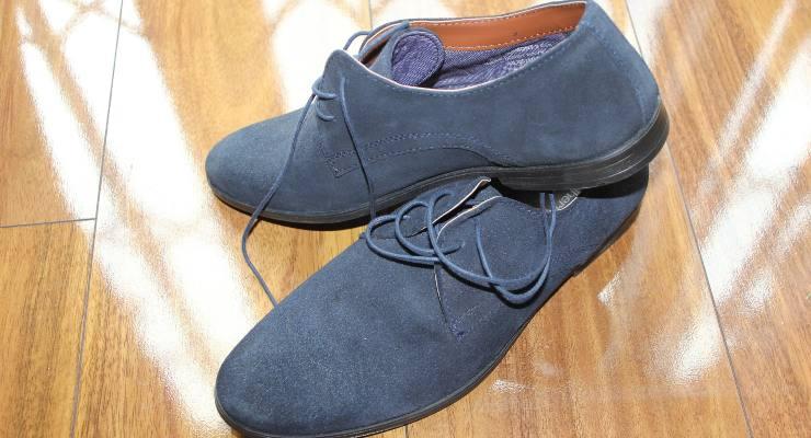 allargare scarpe strette di camoscio