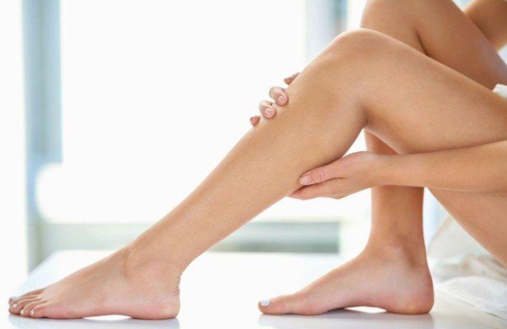 caviglie e gambe gonfie
