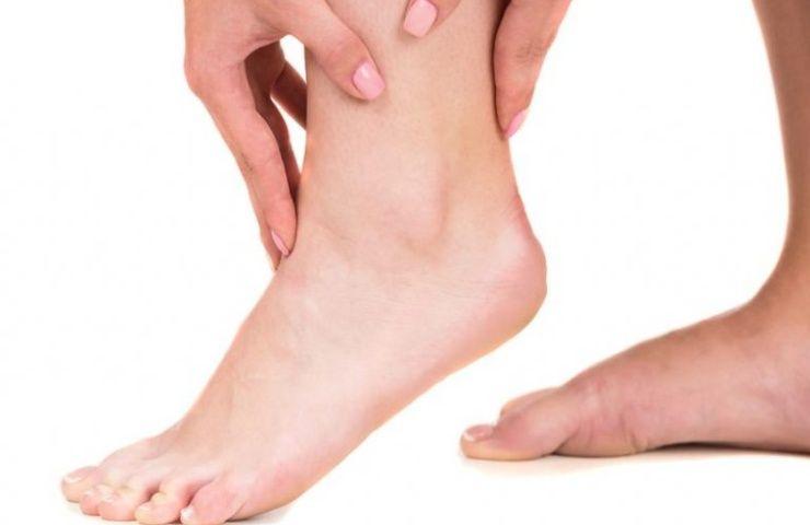 colesterolo alto caviglia