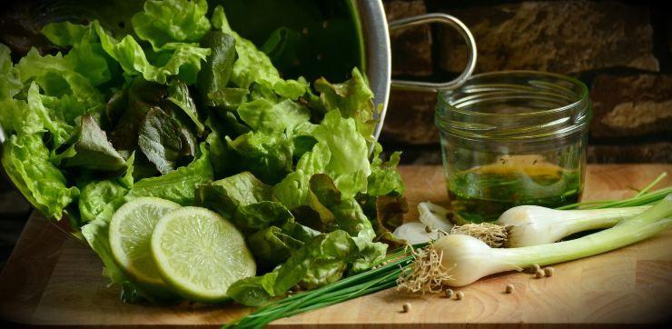 insalata in cucina
