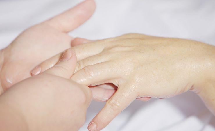 massaggio mano