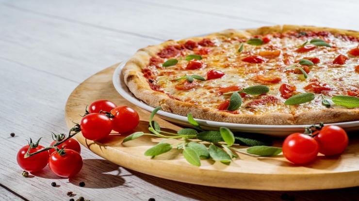 pizza veloce con pomodoro