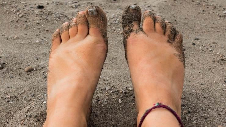 piedi sabbia spiaggia
