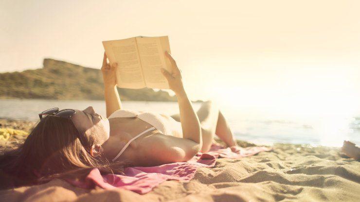 libro in spiaggia