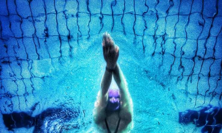 cuffia in piscina