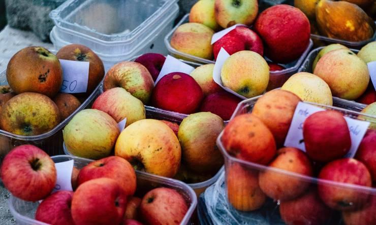 eliminare moscerini da frutta e verdura