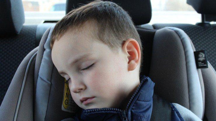 bambino auto bimbo seggiolone macchina viaggio viaggiare