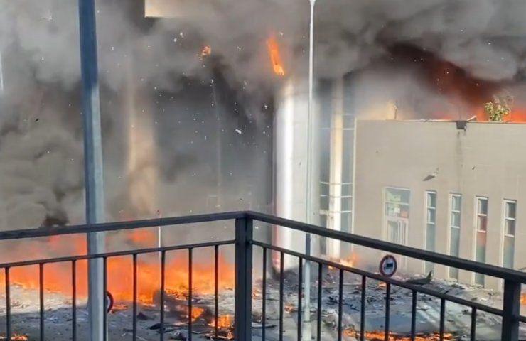 L'incendio a Milano ripreso da Morgan