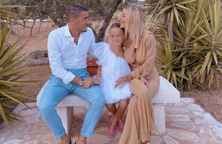 Sabrina Ghio con figlia e compagno