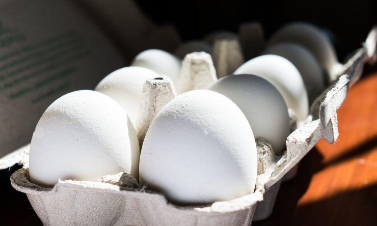 uova in frigorifero